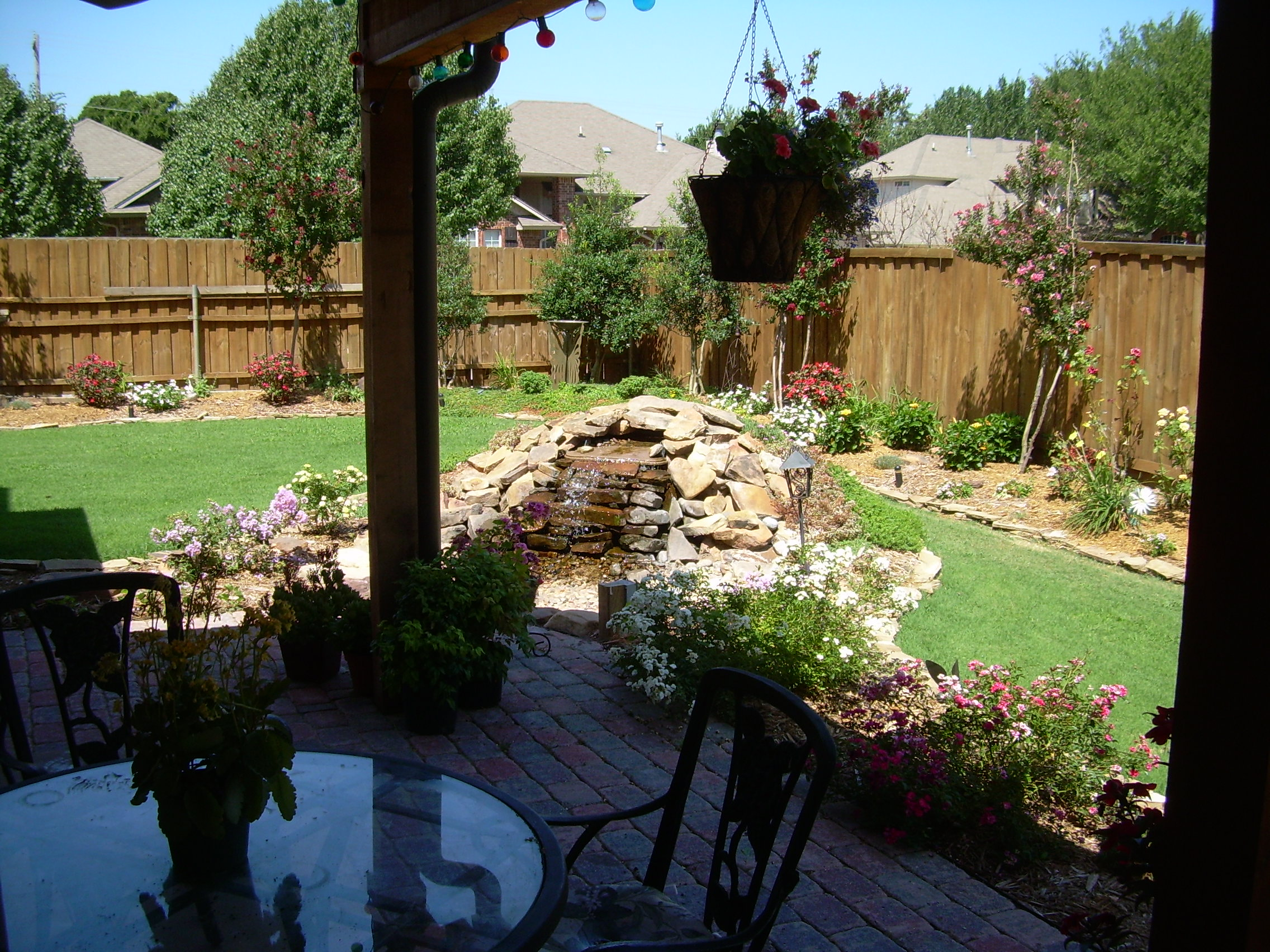 small-back-yard-landscaping-ideas-on-a-budget-20141106174223-545bb2ffb63be