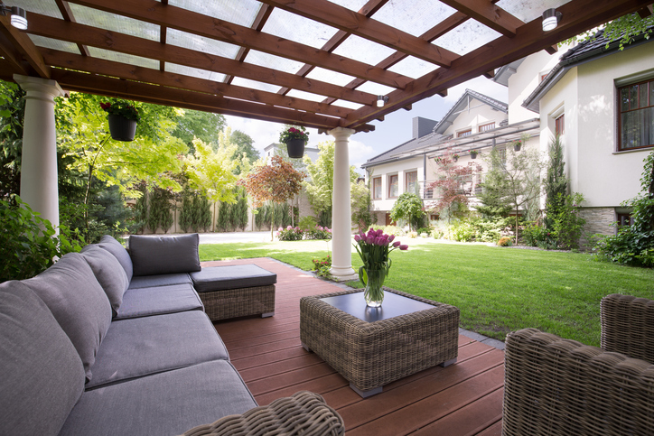 Get a custom outdoor living space for your side yard from Plant Professionals.