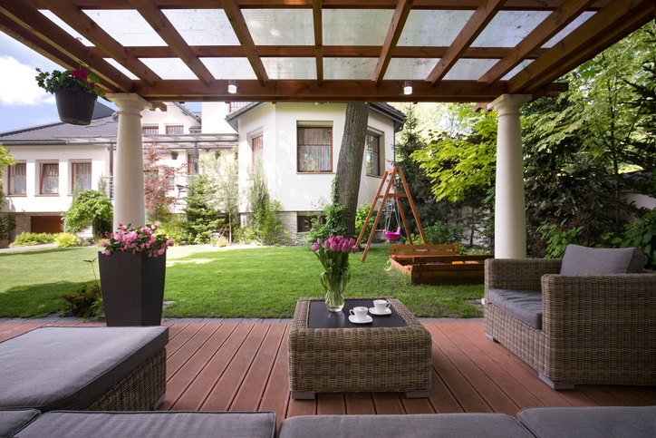 Have some extra side yard space? Plant Professionals can help turn that into something special.