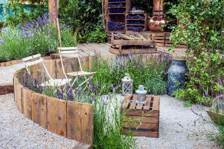 Modernize Your Landscape - Pallet Furniture